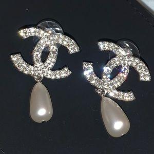 Chanel classic CC PEARL DROP EARRINGS in silver